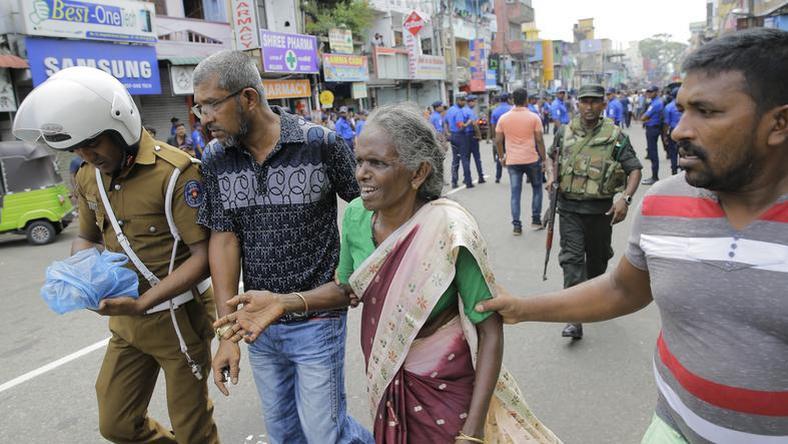 7d5c0817c8 Megszakad a szív: egy apának választania kellett, melyik gyerekét menti meg  a Srí Lanka-i merénylet során – Mai valóság